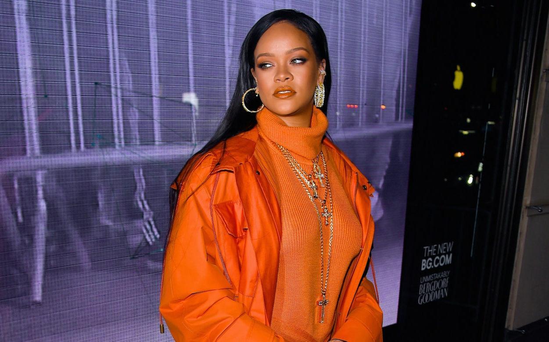 Rihanna pede desculpas