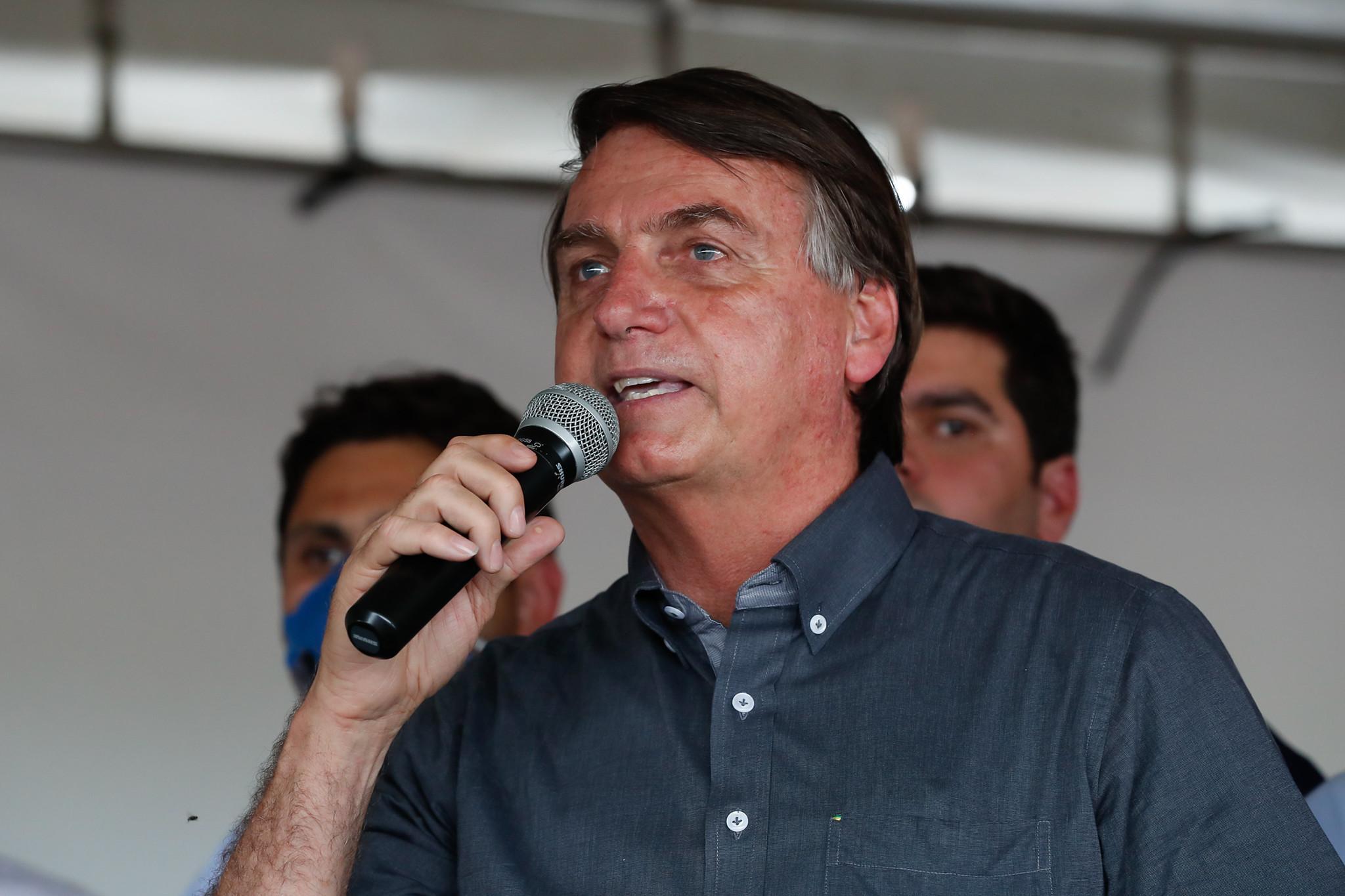 """Após """"piada"""" homofóbica de Bolsonaro, governador quer processá-lo"""