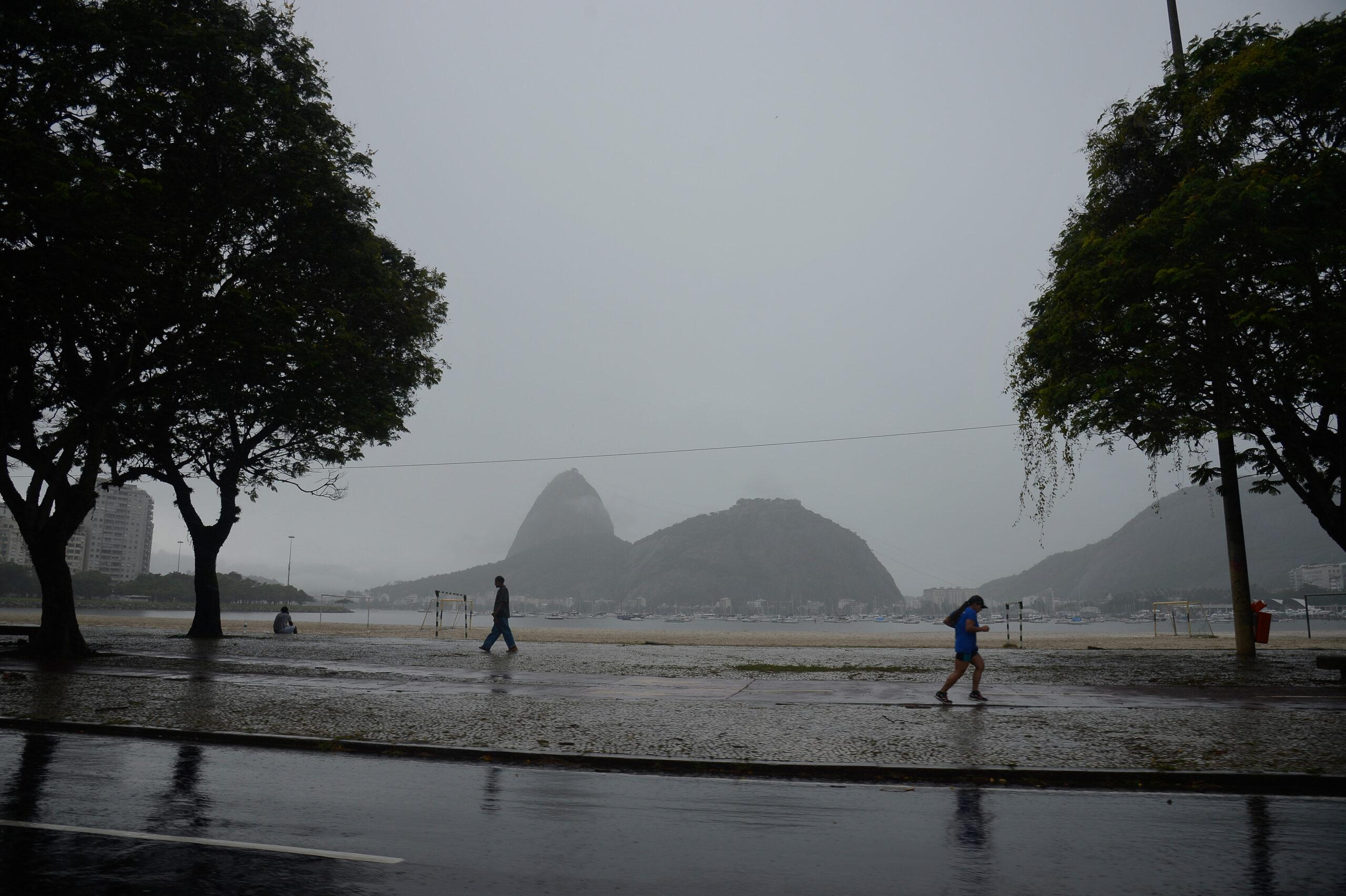 Previsão do tempo aponta chuva para SP e boa parte do País, como nas praias cariocas. Foto: Fernando Frazão/Agência Brasil