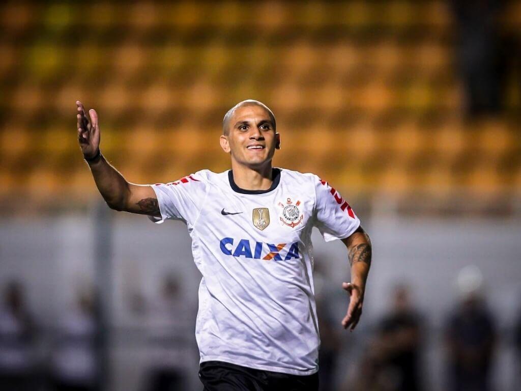 Fábio Santos reestreia pelo Timão no duelo Vasco x Corinthians