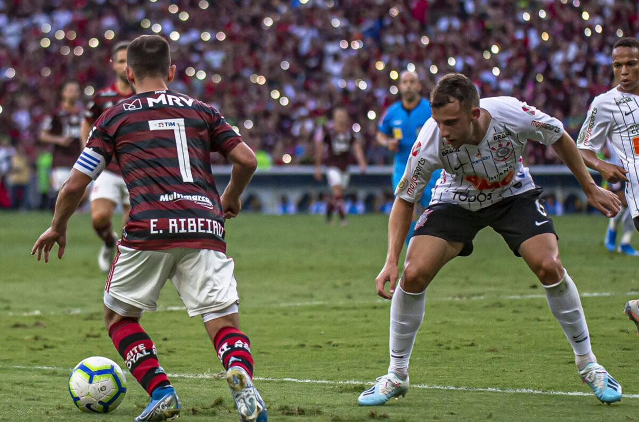 Corinthians e Flamengo se enfrentam pelo Brasileirão
