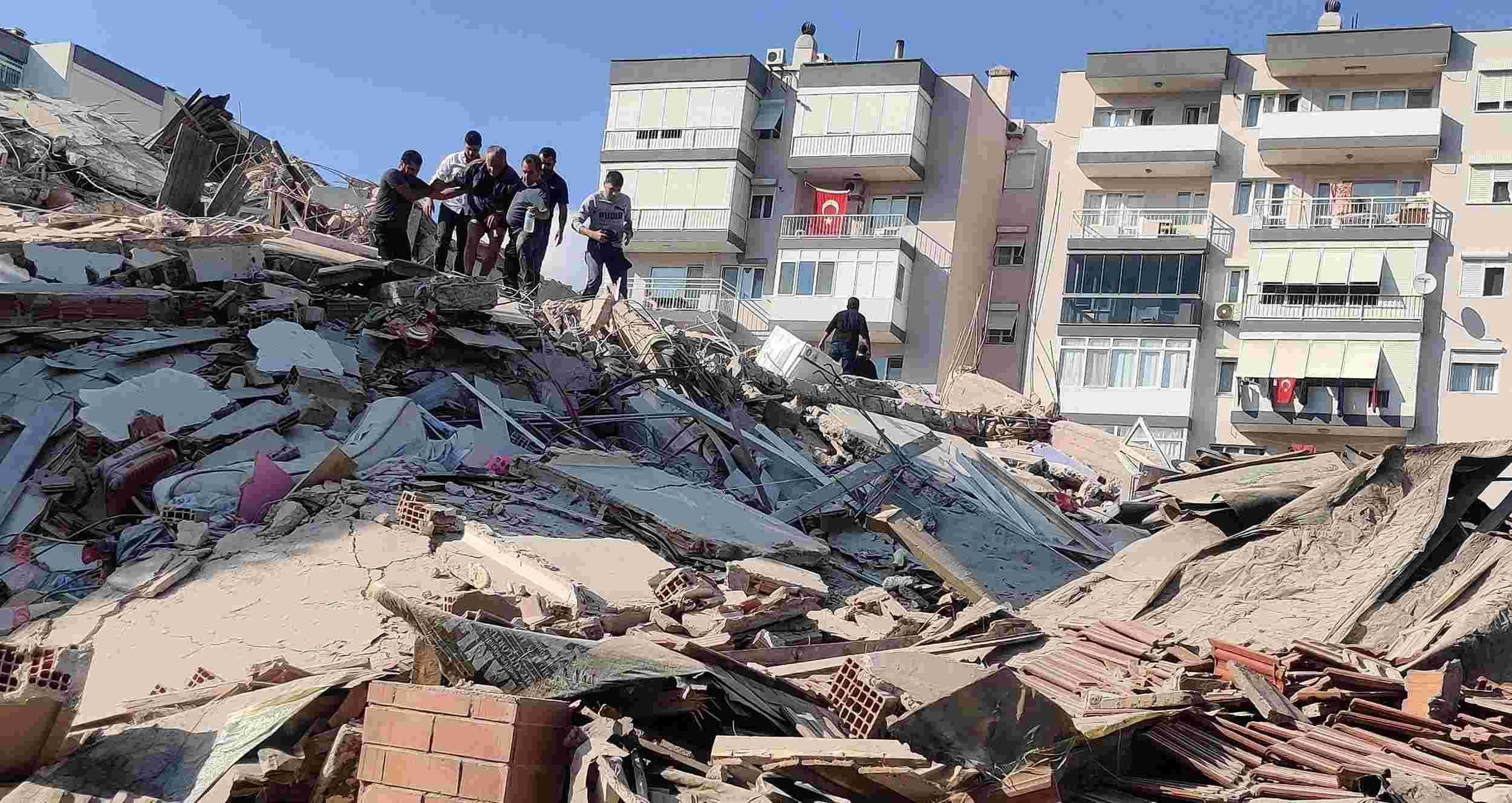 Terremoto de escala 7.0 atinge Turquia e Grécia nesta sexta-feira (30)