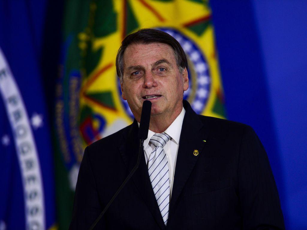 """Vacina da China: """"povo brasileiro não será cobaia"""", diz Bolsonaro"""