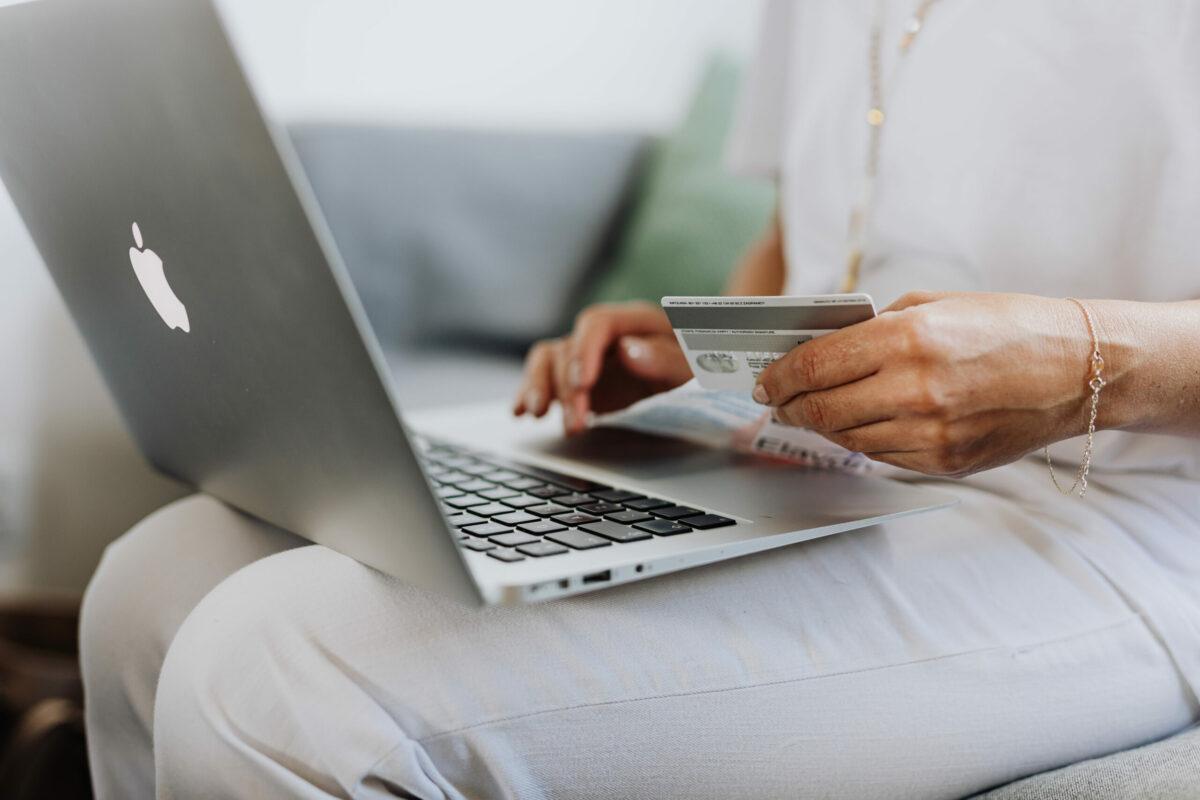 Demonstração de compra online.