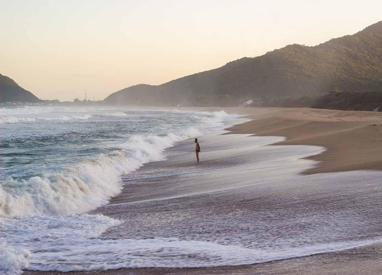 praias desertas e isoladas de florianopolis