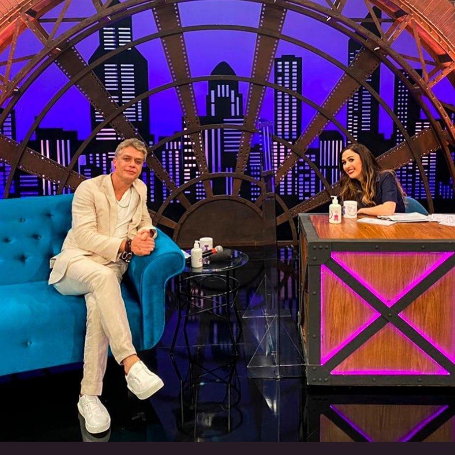 Imagem mostra Lady Night com Tatá Werneck e Fábio Assunção