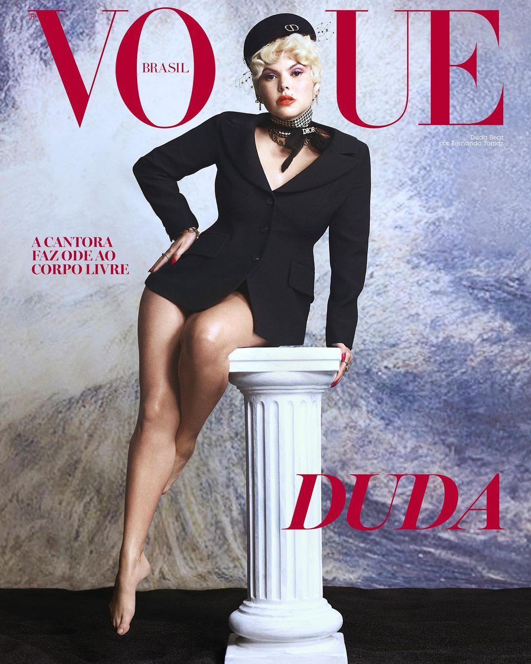 Imagem mostra capa da revista Vogue com Duda Beat
