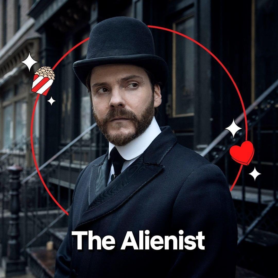 Imagem mostra personagem da série The Alienist
