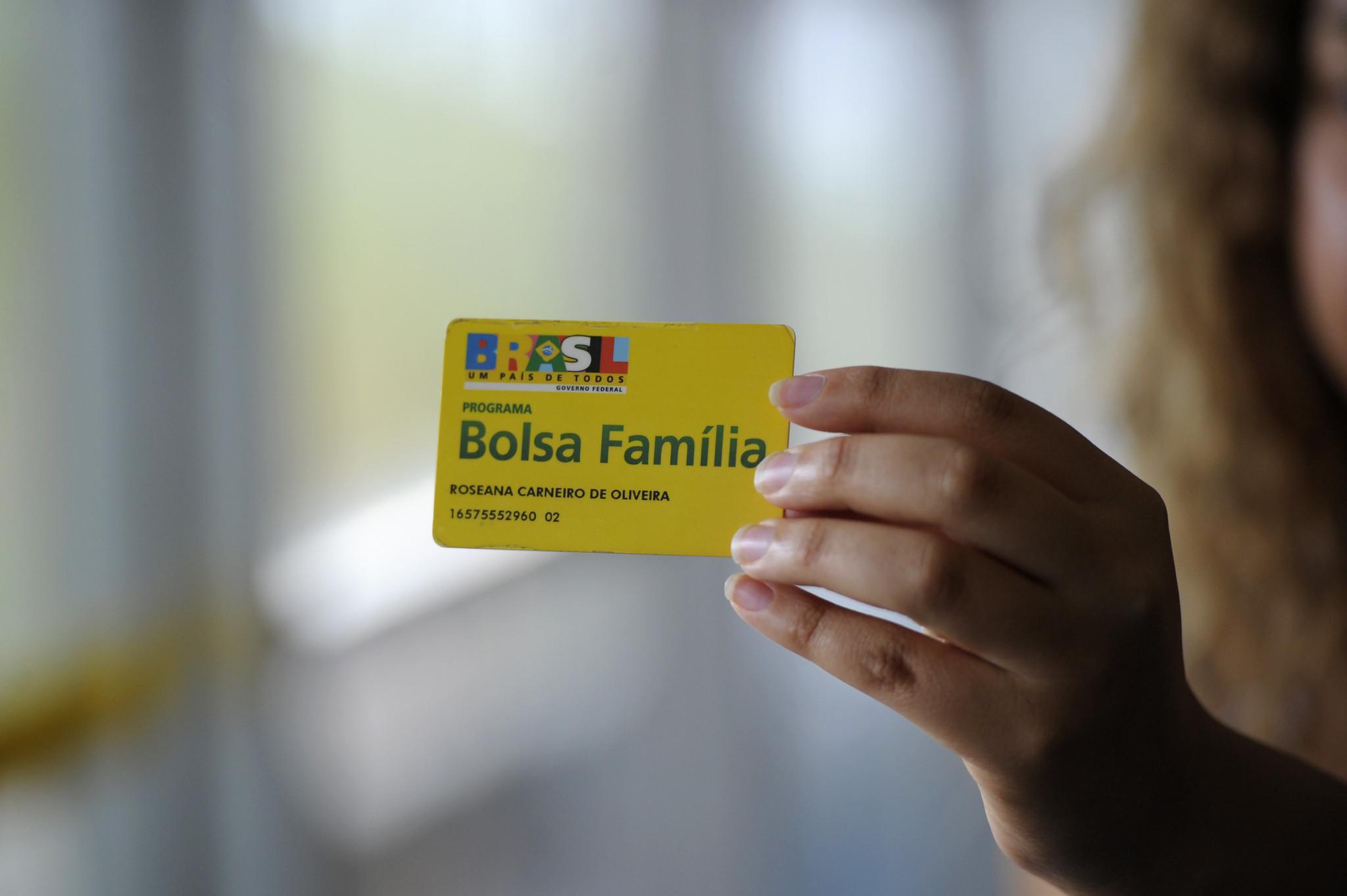 Cartão Bolsa Família. Auxílio emergencial.