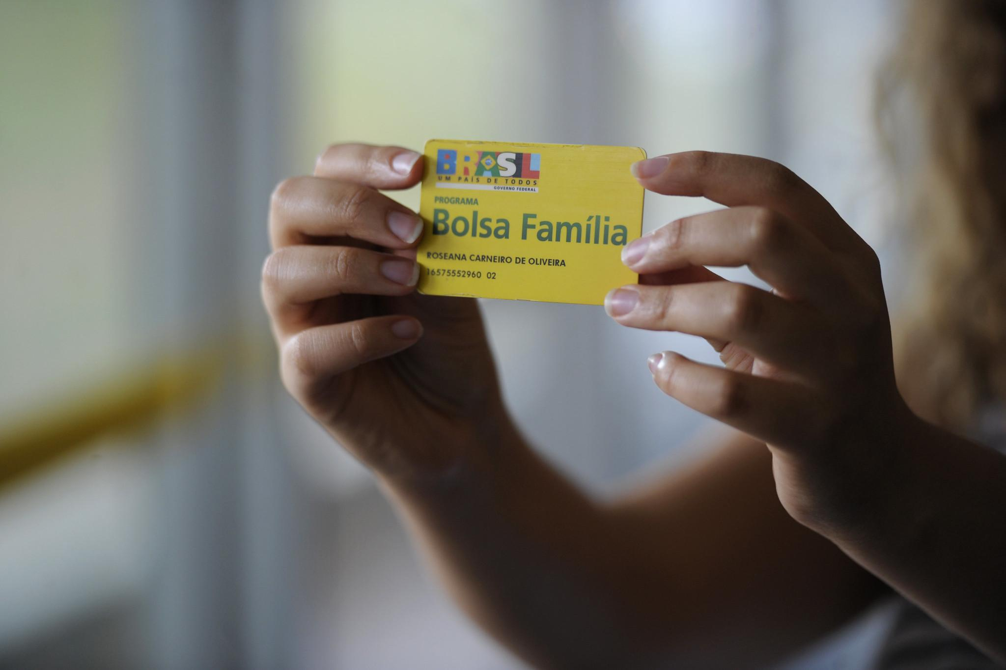 Cartão Bolsa Família. Auxílio emergencial