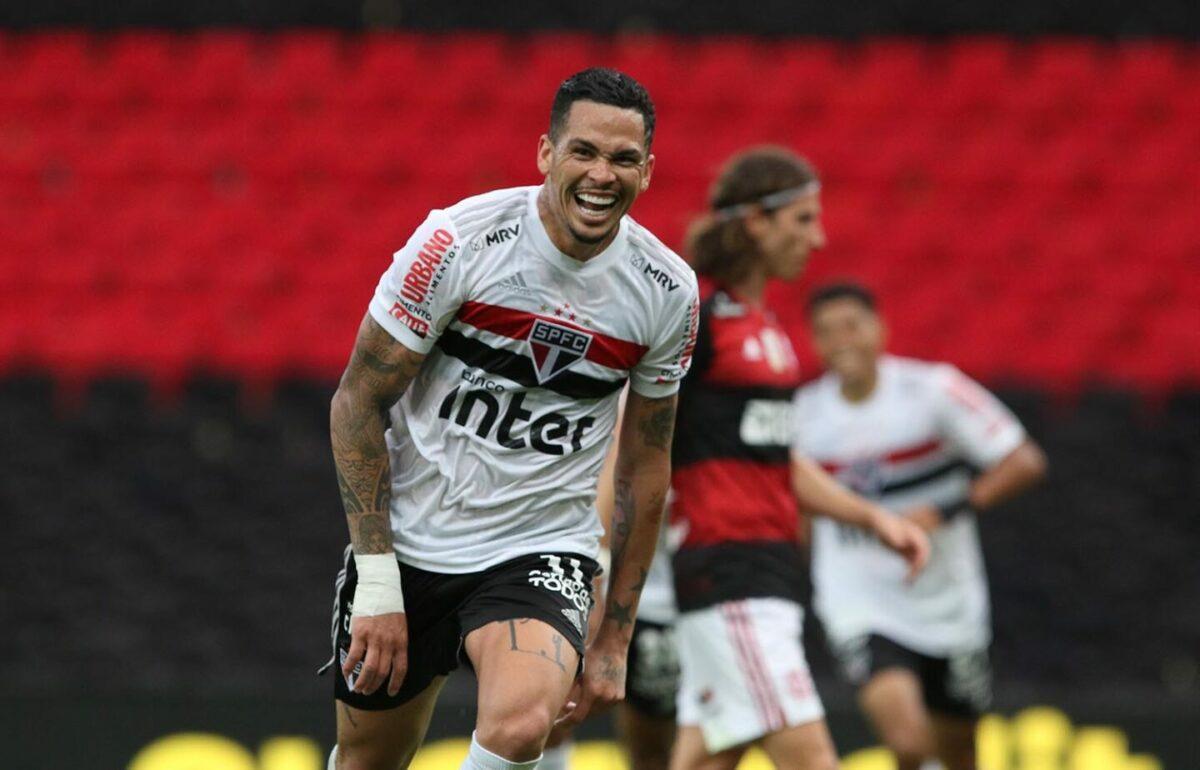 Luciano comemora gol do São Paulo na goleada contra o Flamengo