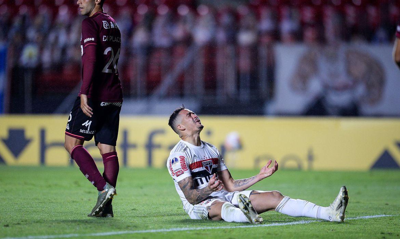 São Paulo vence Lanús, mas é eliminado da Sul-Americana