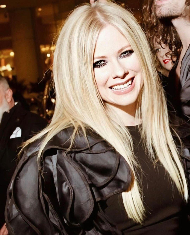 Imagem mostra Avril Lavigne