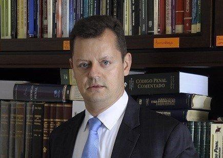 foto mostra advogado de André Aranha, Cláudio Filho