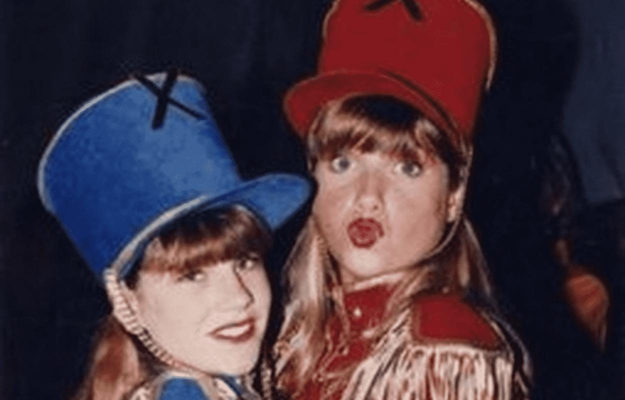 Imagem mostra Letícia Spiller com Juliana Baroni nos bastidores do 'Xou da Xuxa'
