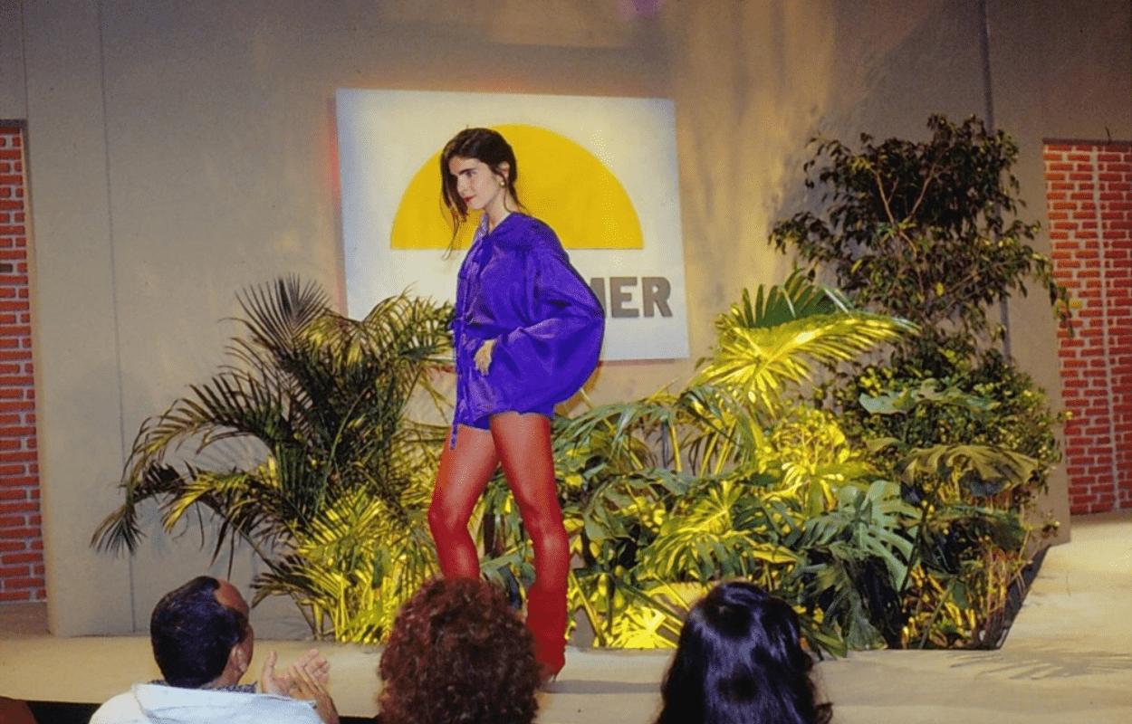 Imagem mostra Malu Mader desfilando na novela Top Model