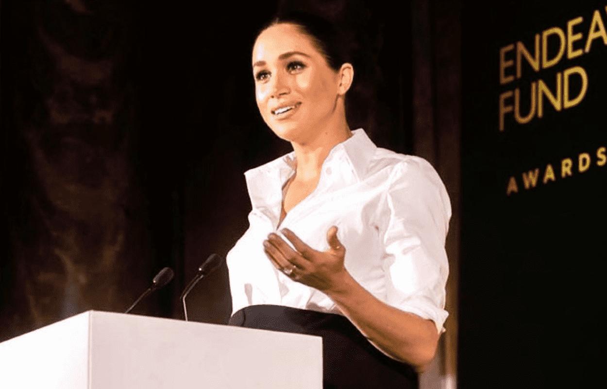 IMagem mostra Meghan Markle fazendo discurso