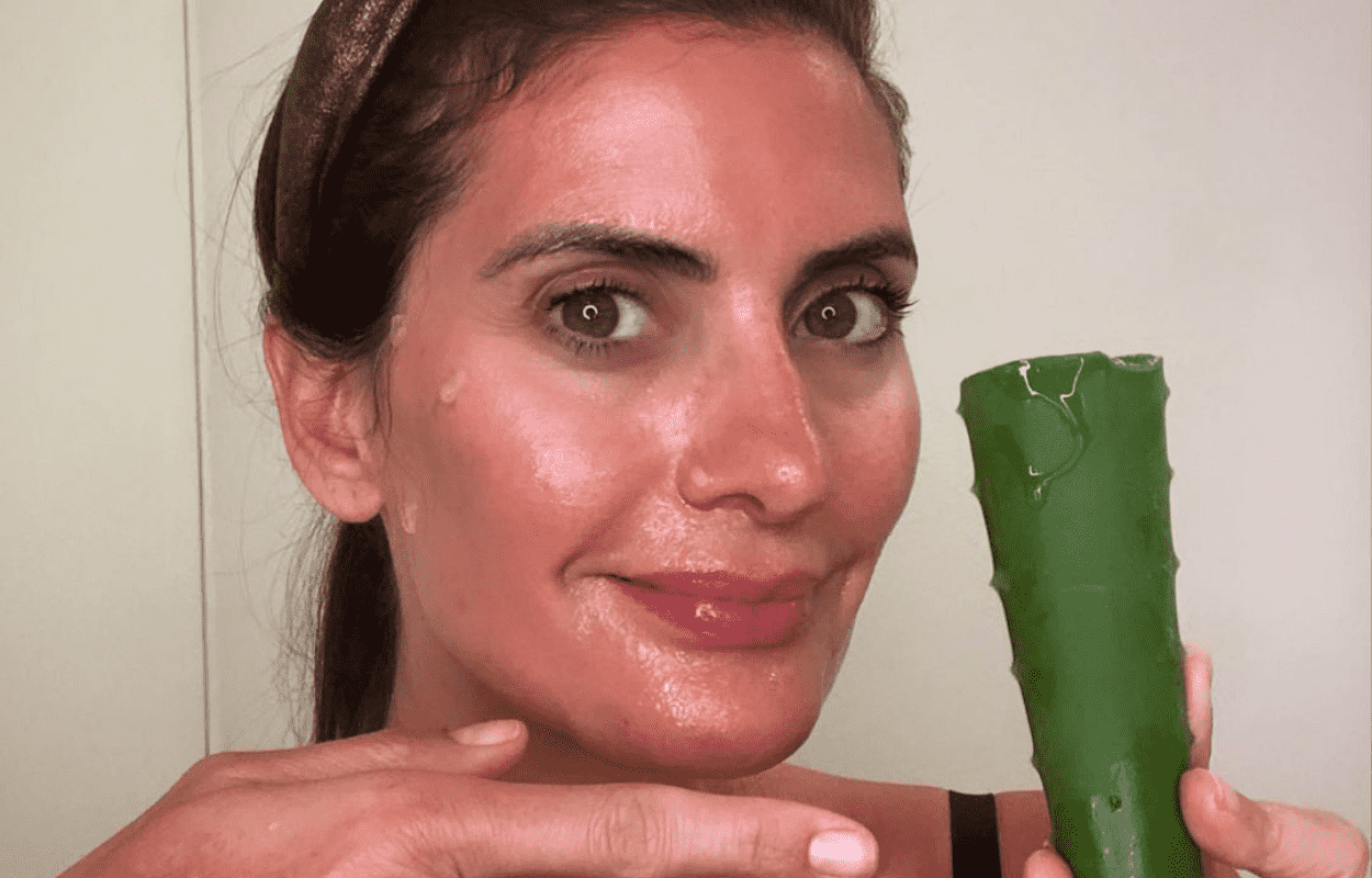 Imagem mostra Isabella Fiorentino usando babosa na pele