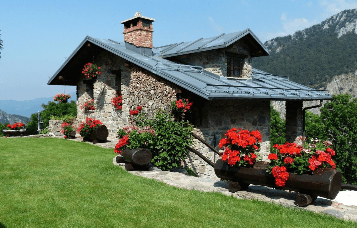 IMagem mostra casa em meio à natureza