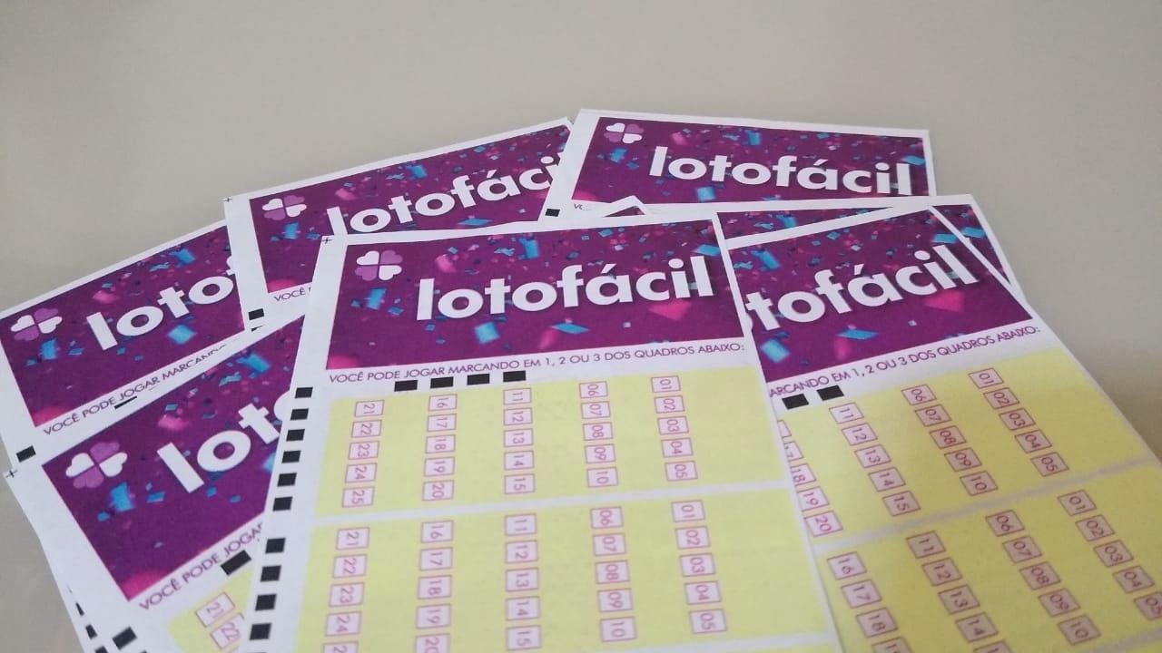 lotofácil 2132 - A imagem mostra diversos volantes da Lotofácil