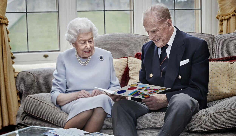 Rainha Elizabeth e Príncipe Philip comemoram 73 anos de casados