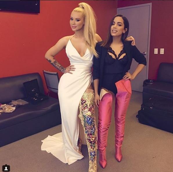 Imagem mostra Anitta e Iggy Azalea