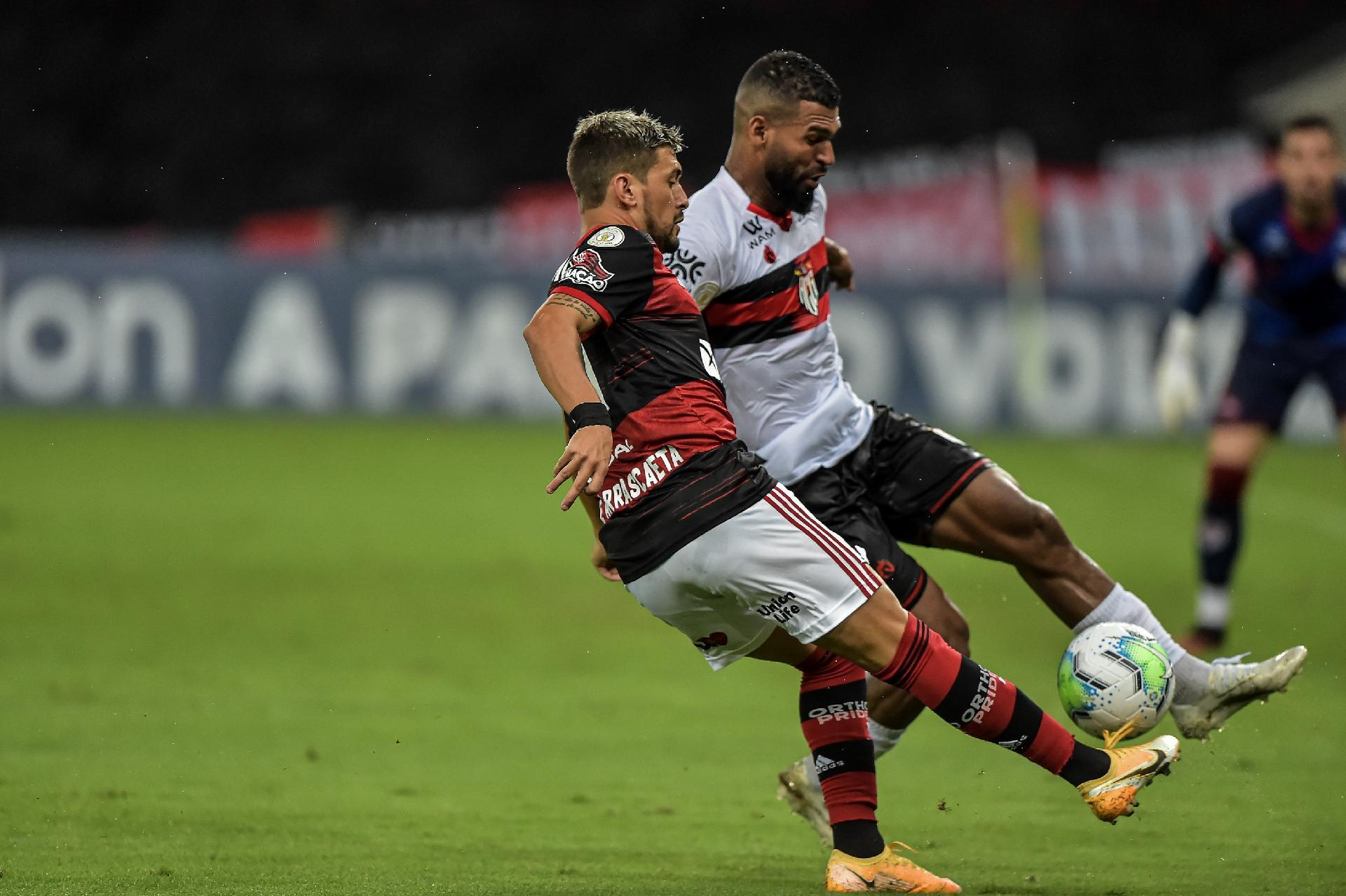 Flamengo e Atlético GO jogaram no estádio do Maracanã, neste sábado