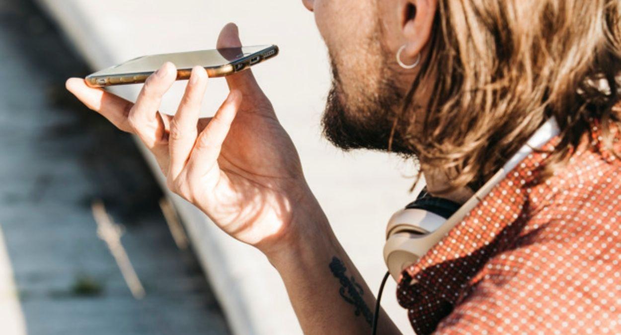 celular assistente de voz