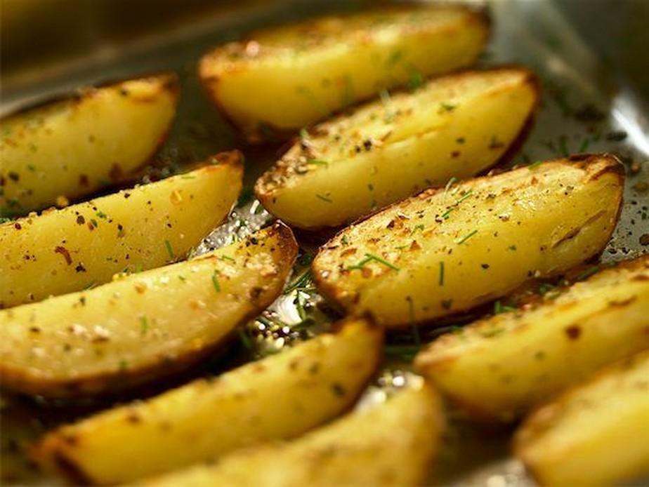 petiscos vegetarianos - batata rústica