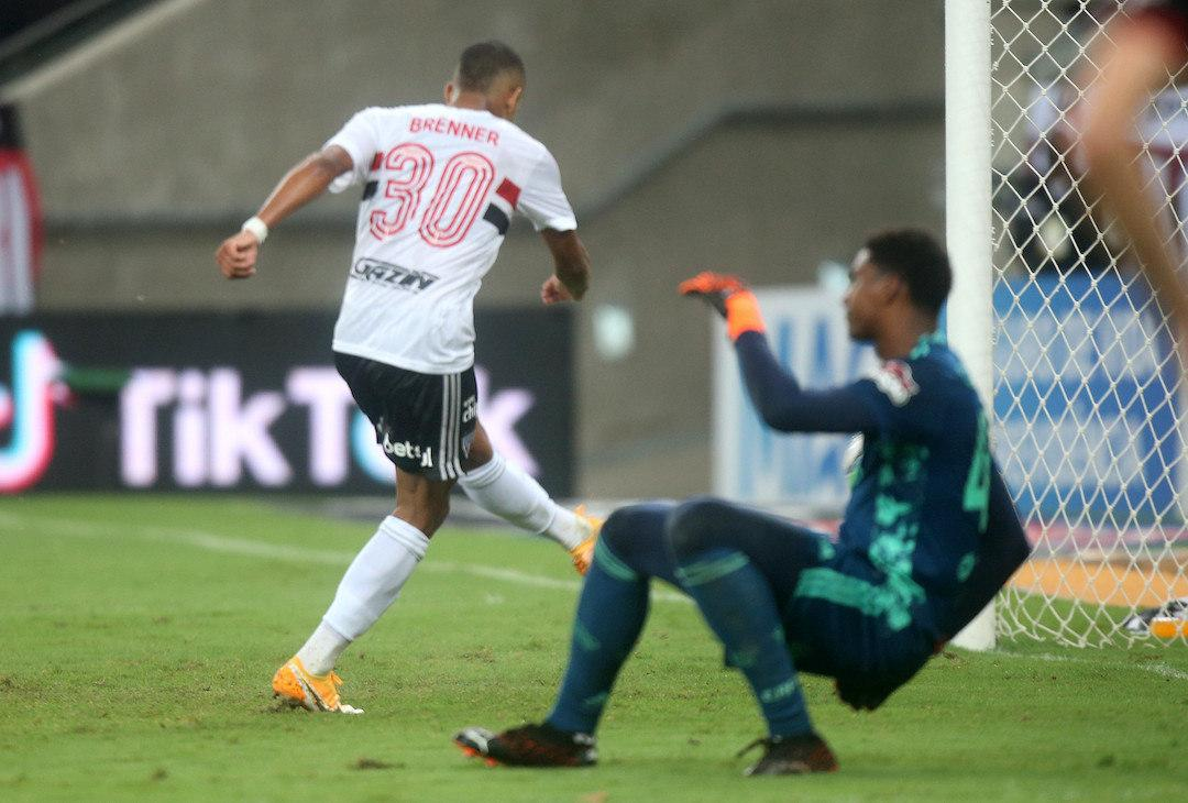 São Paulo venceu jogo de ida, com falha grotesca do goleiro Hugo