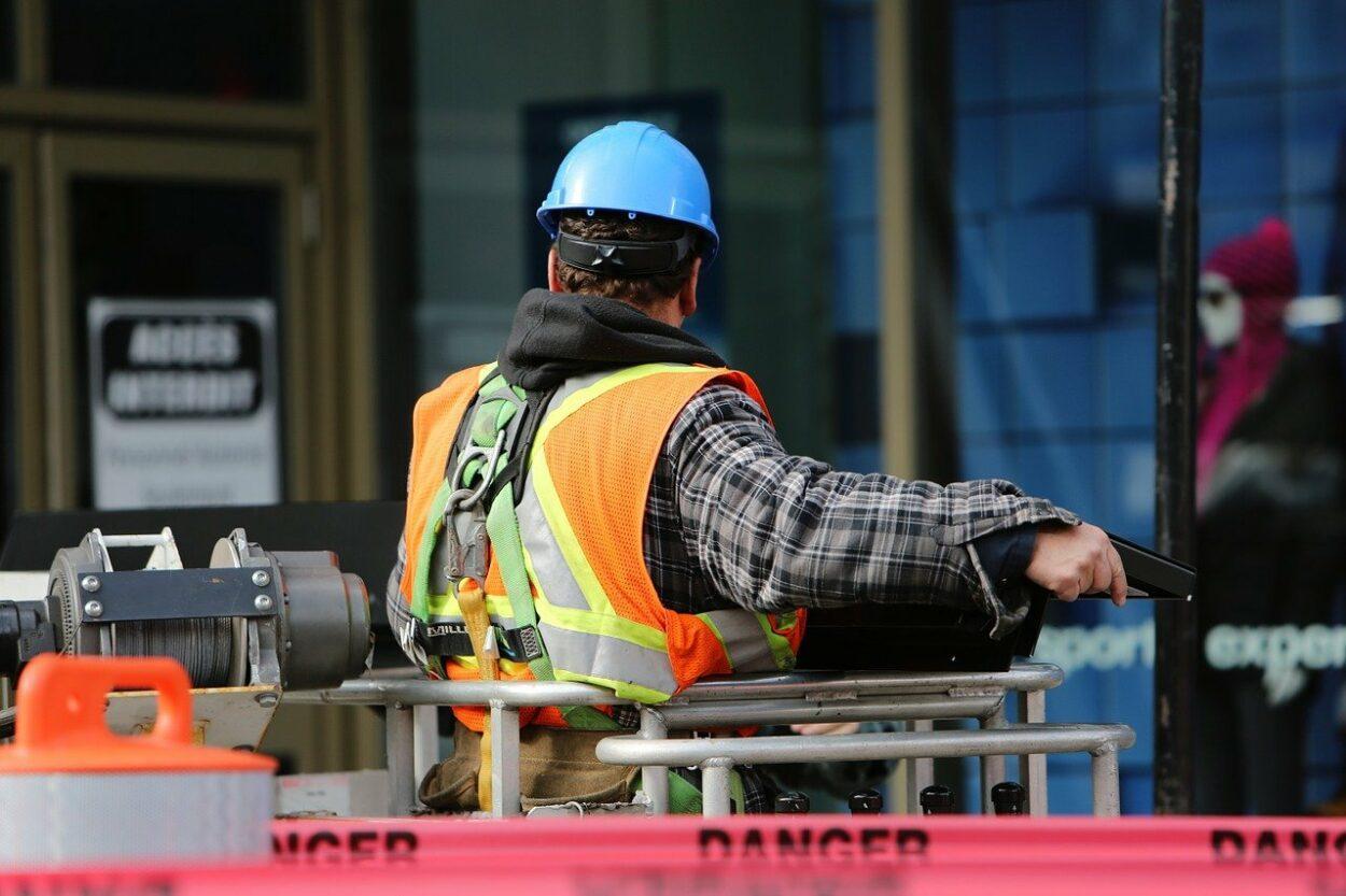trabalhadores que exercem atividade perigosa