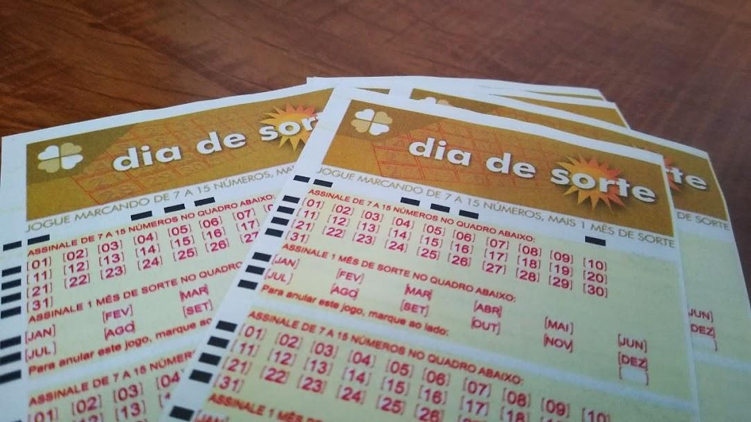 resultado do dia de sorte 398 A imagem mostra três volantes do do Dia de Sorte