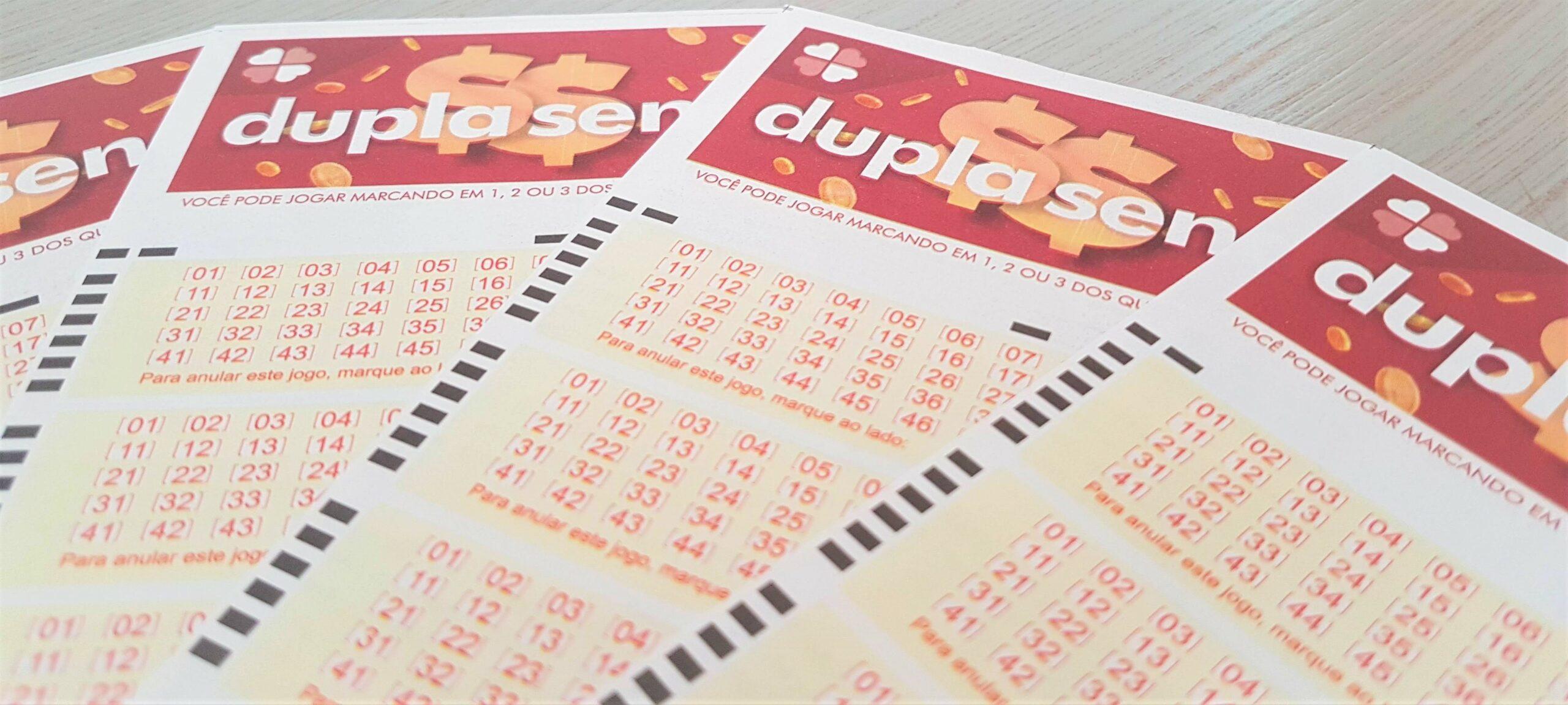dupla sena 2162 - bilhetes da dupla sena enfileirados