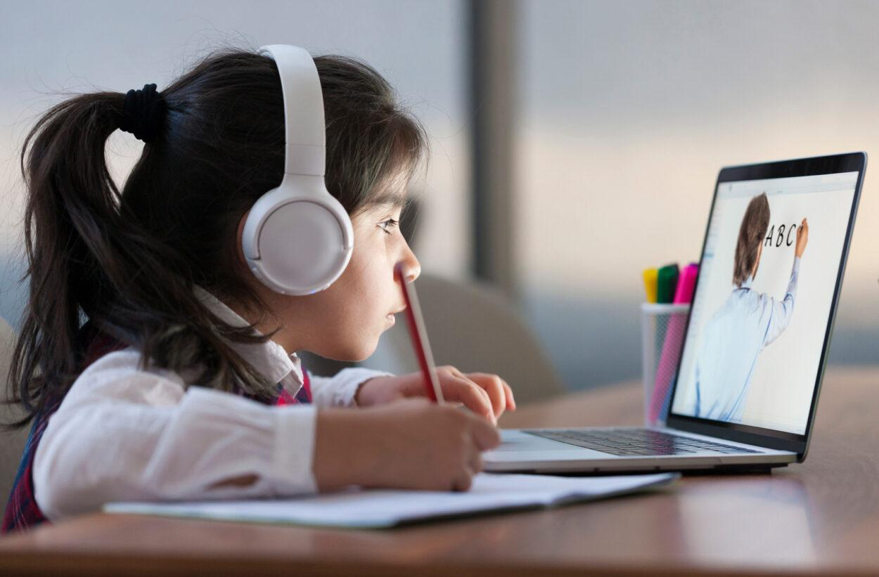 aula online com acesso à internet