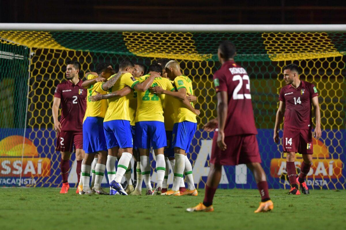 Brasil joga mal, mas garante vitória no Morumbi