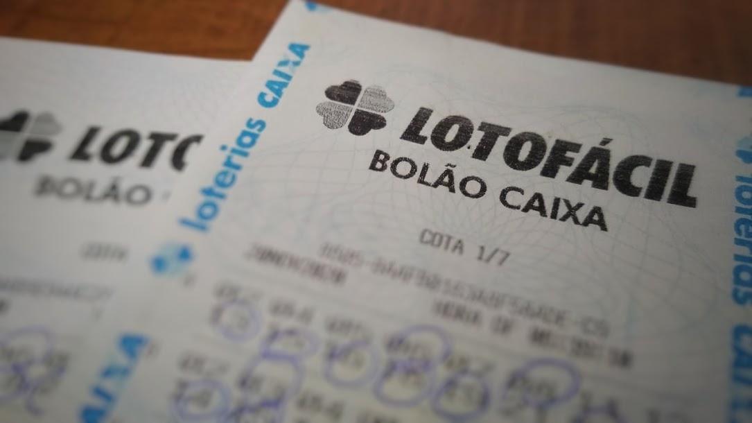 resultado da lotofácil 2116 - bilhetes de apostas da lotofácil indicando os números jogados para conferir o resultado
