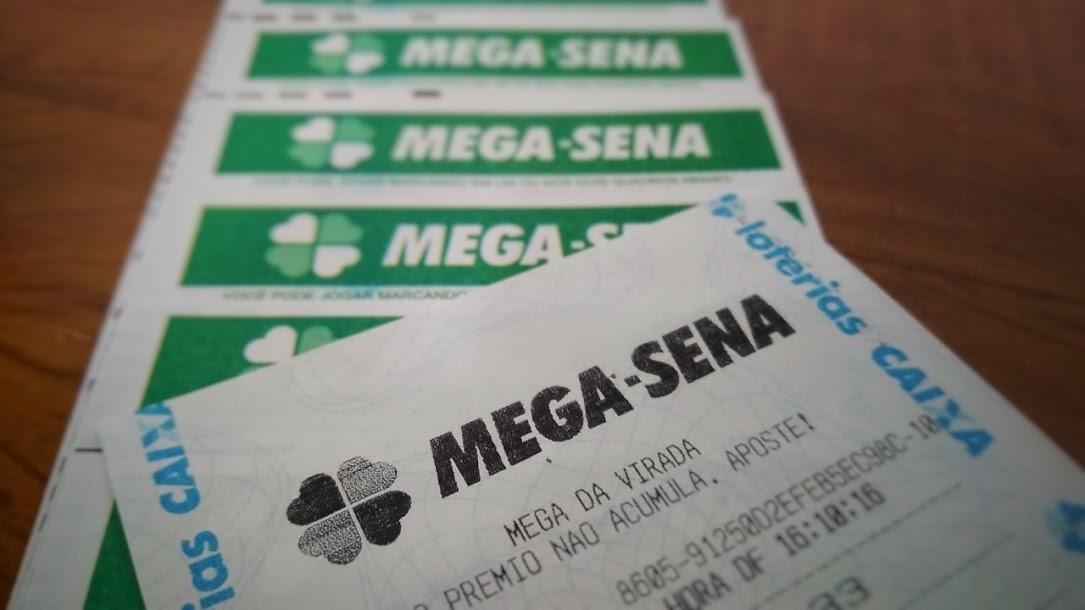 resultado da mega-sena 2328 - A imagem mostra diversos bilhetes da Mega-Sena