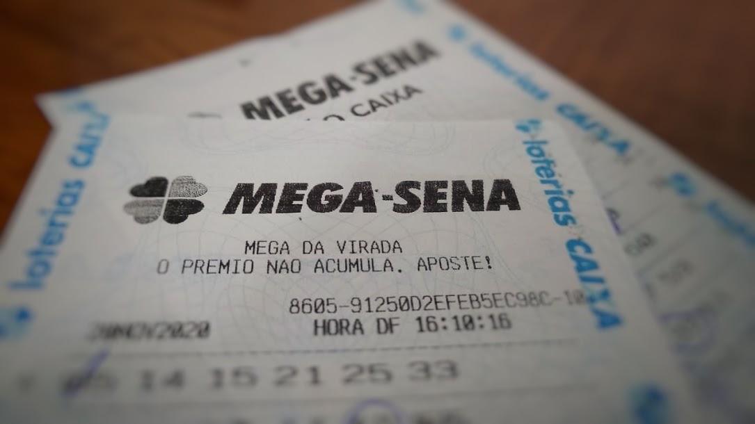 resultado da mega-sena 2322 - a imagem mostra dois bilhetes de consulta de resultados da loteria