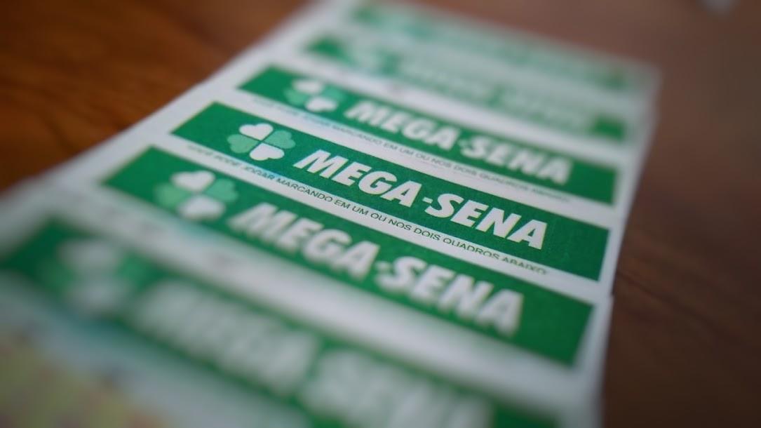 A imagem mostra um sequencia de volantes da Mega-Sena - Último sorteio da Mega-Sena