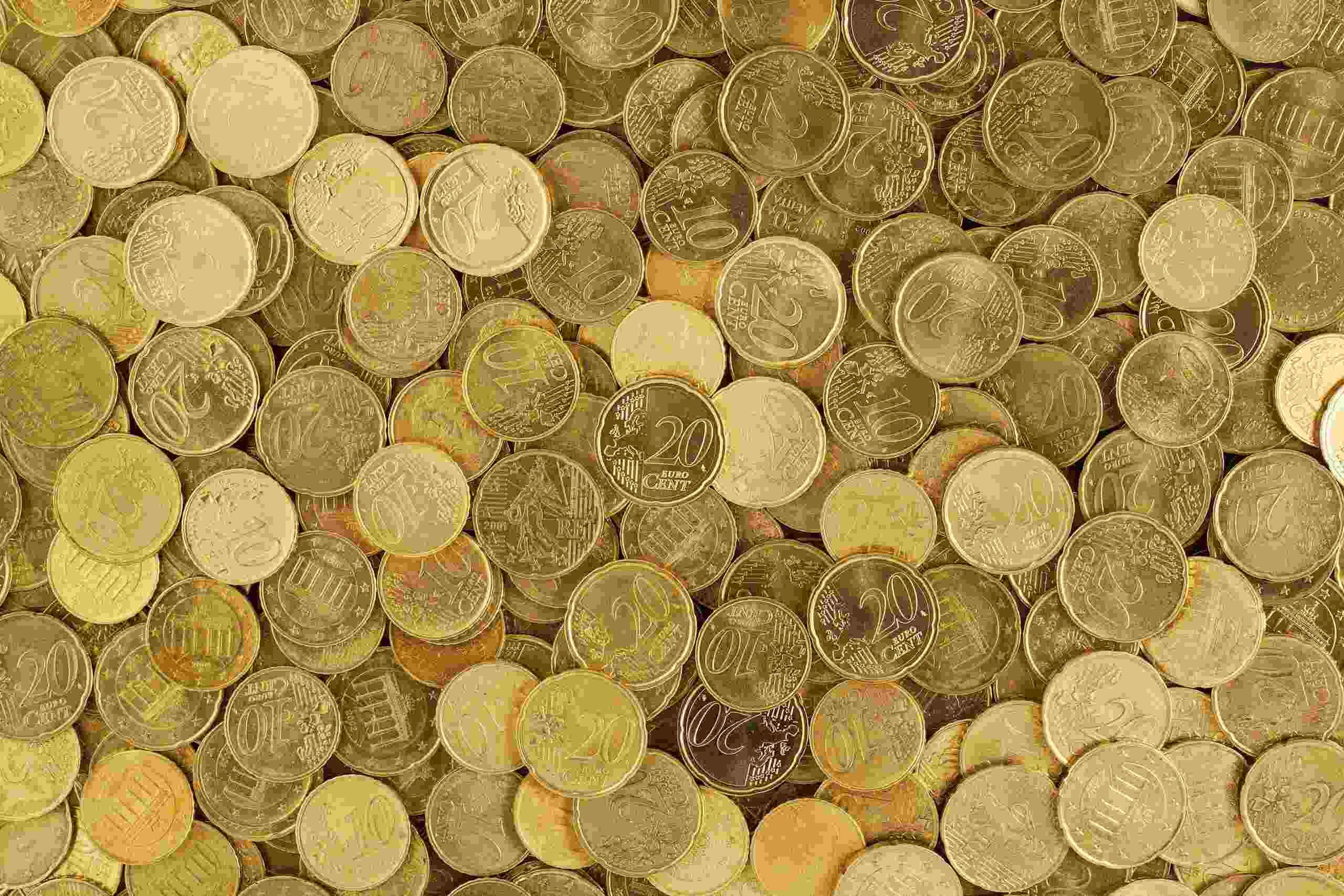 Mega da Virada - a Imagem mostra diversas moedas douradas espalhadas