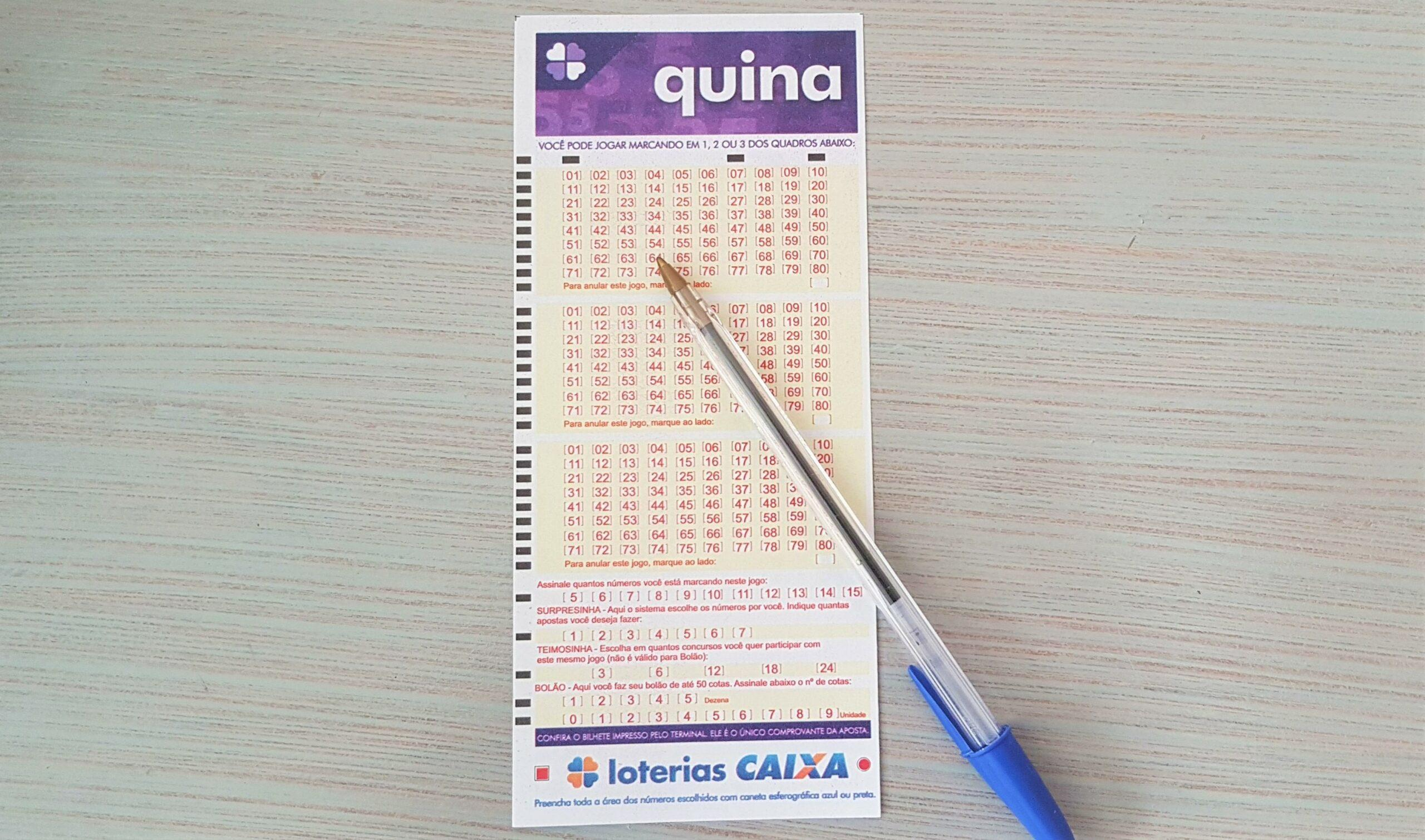 resultado da quina 5433 - A imagem mostra um volante da Quina e uma caneta