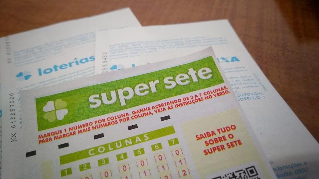 resultado da super sete 32 - A imagem mostra um volante do Super Sete em destaque
