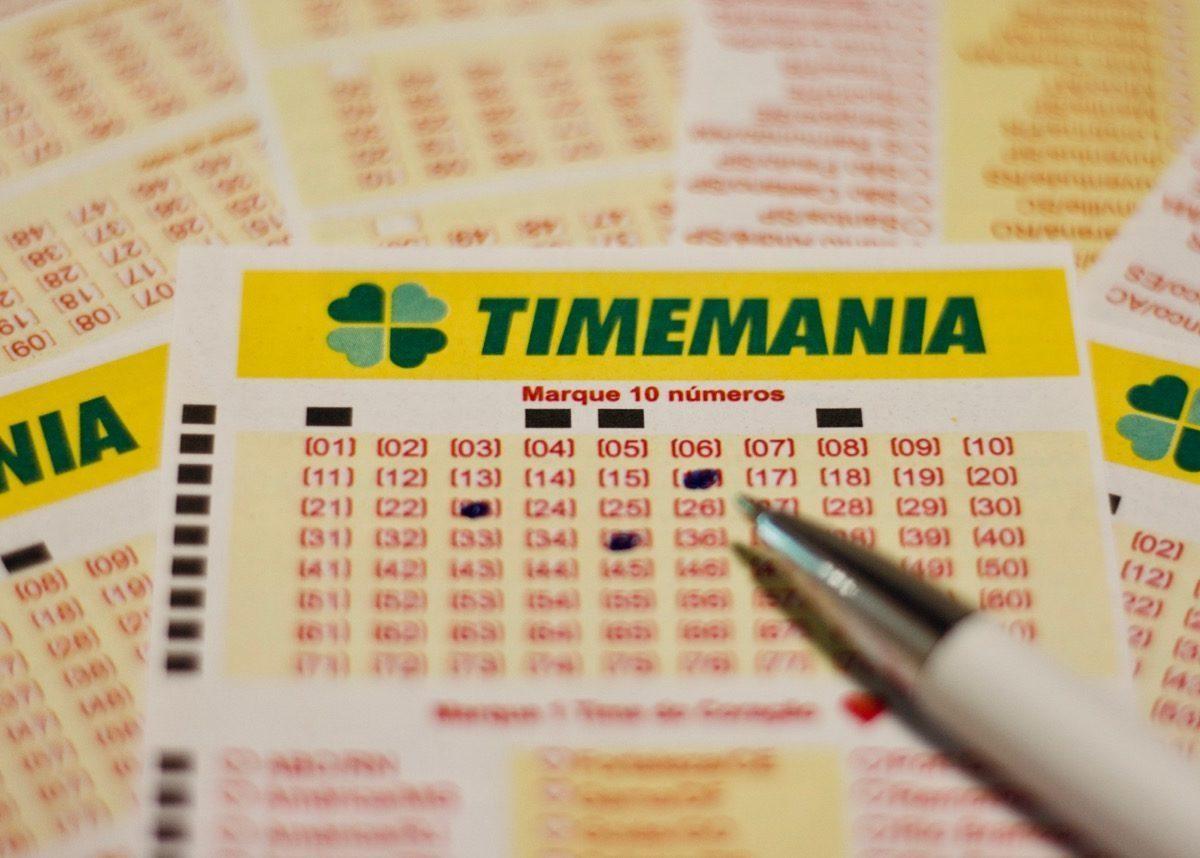 Volantes da Timemania de hoje com uma caneta em cima