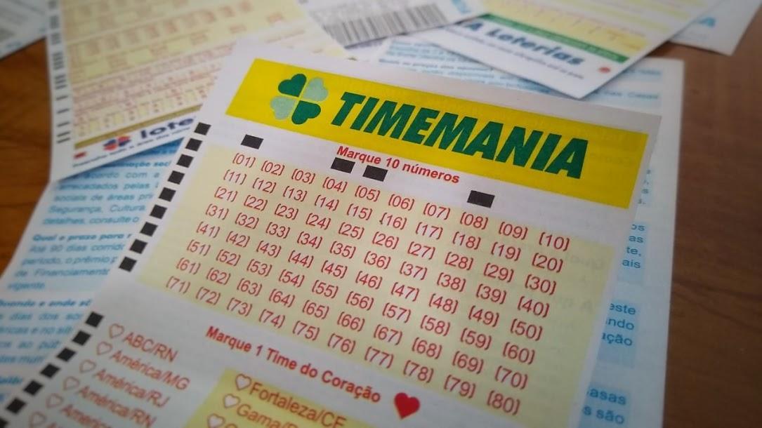 A imagem mostra um volante da Timemania
