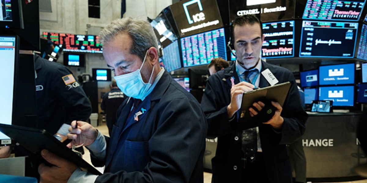 Traders em pregão, dia típico de resgates em fundos