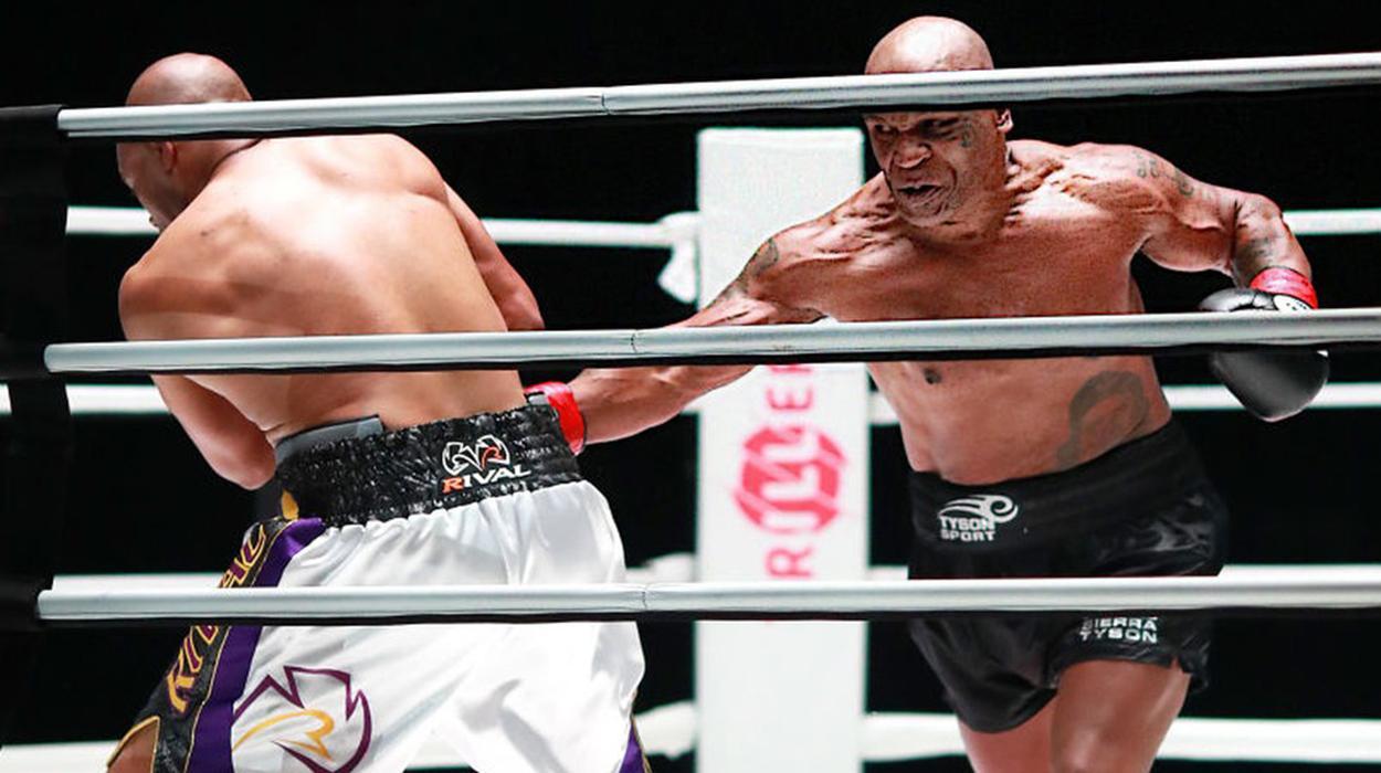 Mike Tyson durante luta contra Roy Jones Jr.