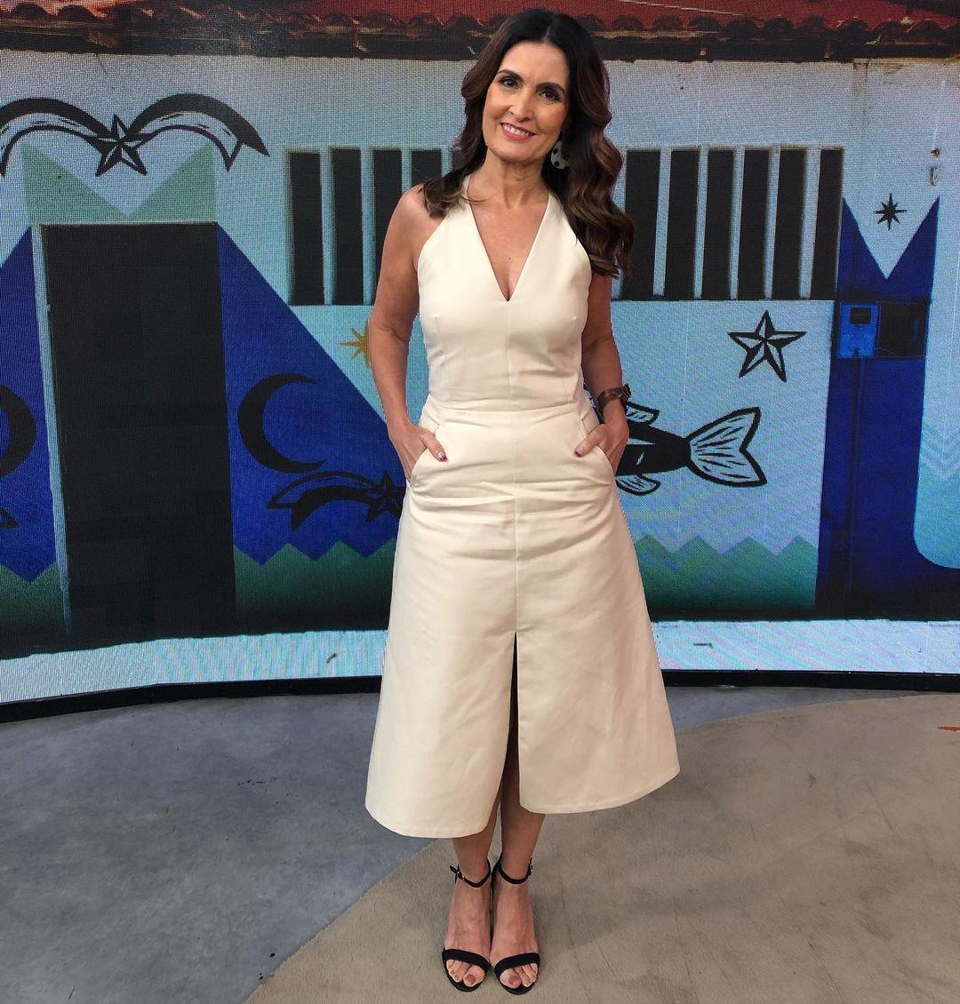 Imagem mostra Fátima Bernardes de look branco