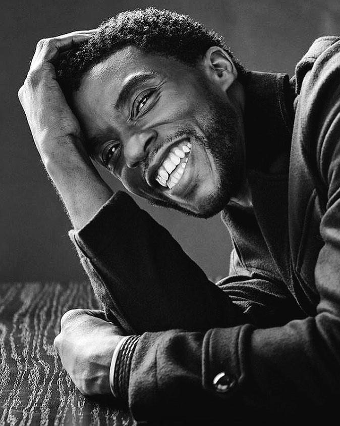 IMagem mostra rosto do ator Chadwick Boseman, que morreu em agosto em decorrência de câncer