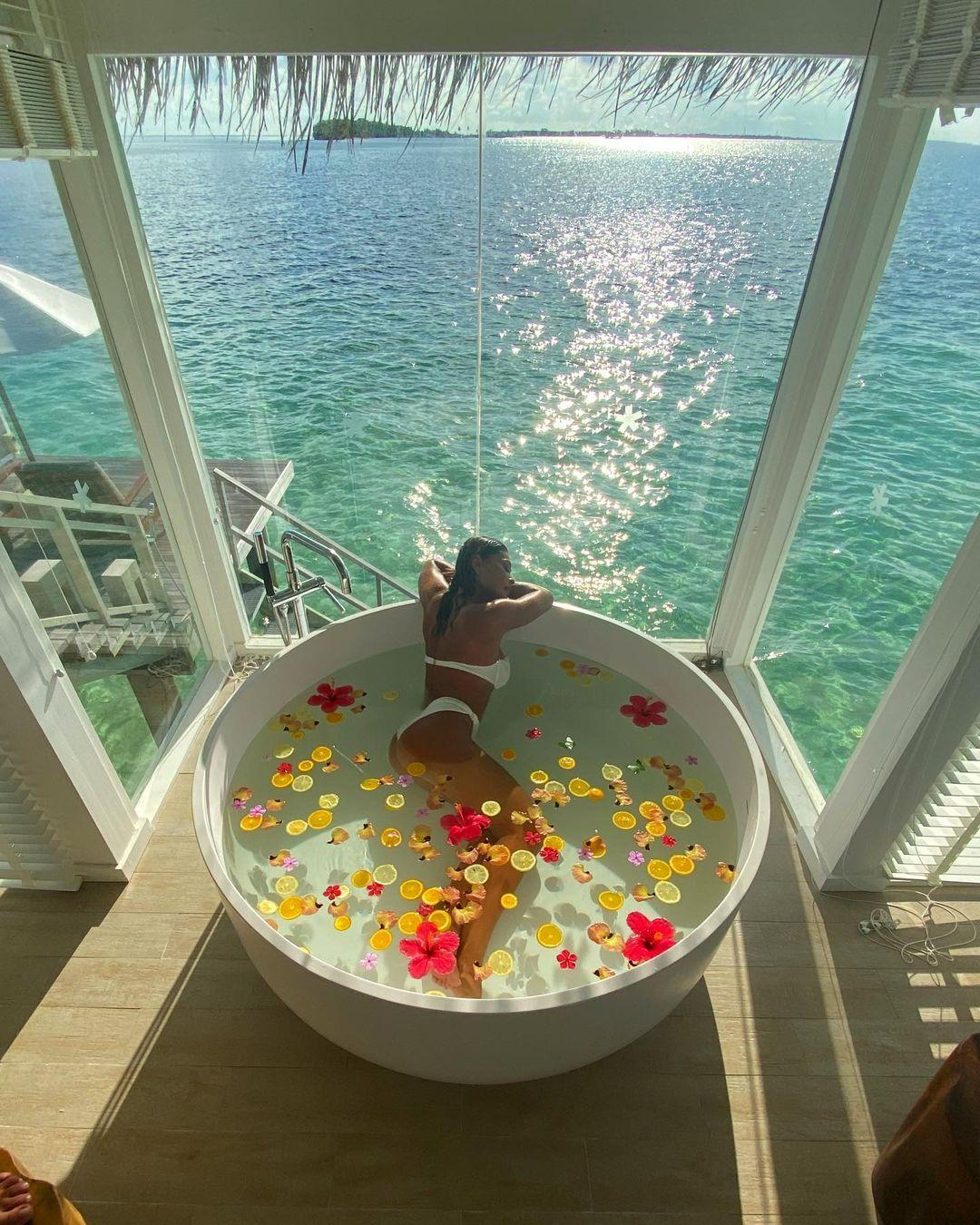 Imagem mostra Juliana Paes nas Maldivas