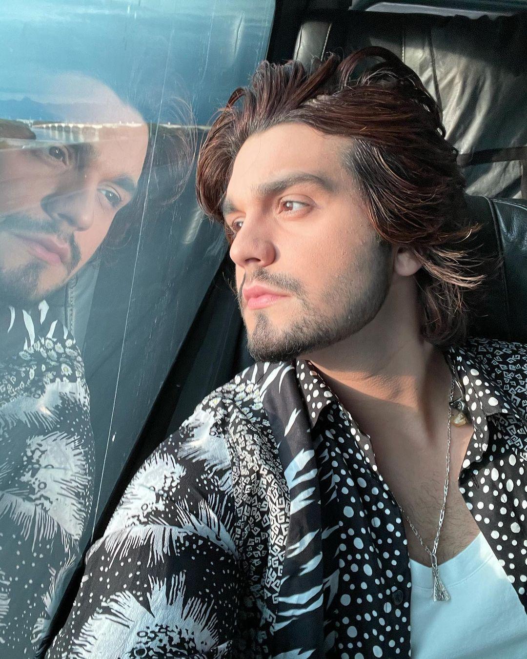 Imagem mostra rosto do cantor Luan Santana